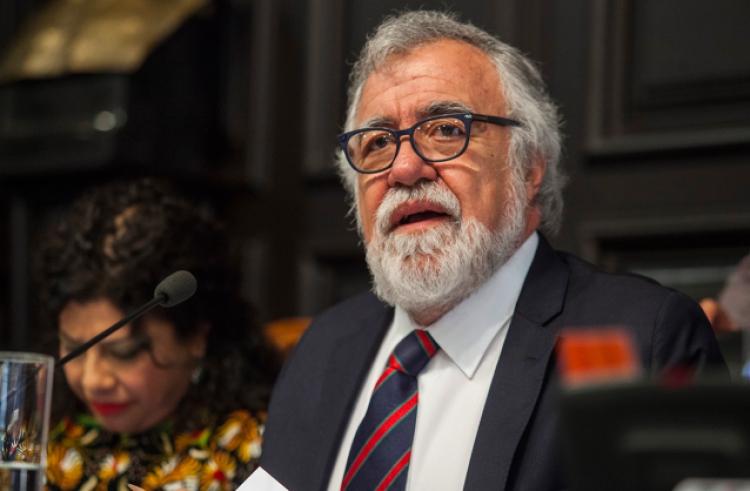 Alejandro Encinas se compromete a combatir la trata de personas