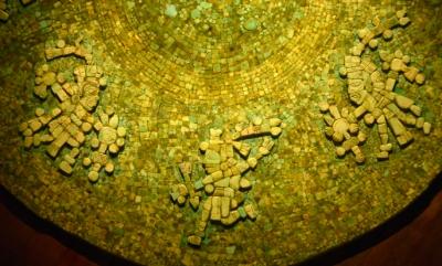 Restauran el disco turquesa decorado con 7 dioses guerreros