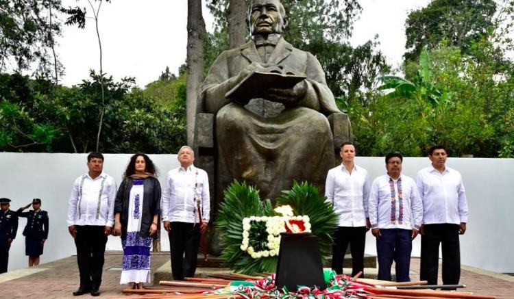 López Obrador se compromete a visitar cada 21 de marzo Guelatao para recordar a Benito Juárez