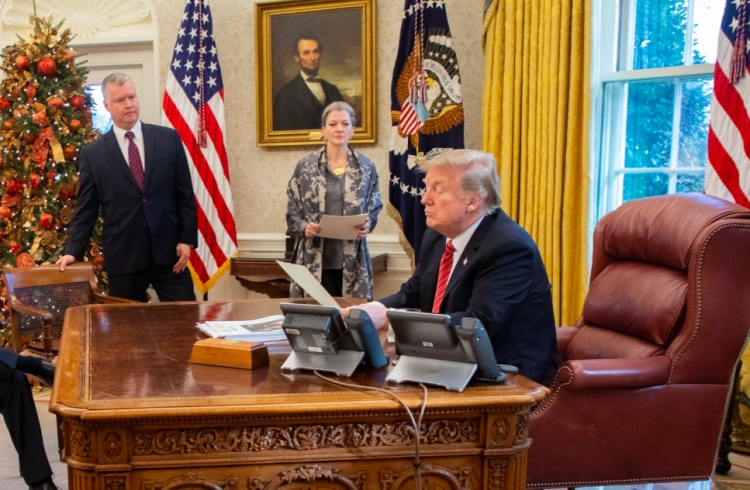 Donald Trump reitera que México paga el muro con el T-MEC