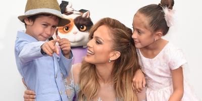 Jennifer López y Alex Rodríguez junto con Marc Anthony en una foto.