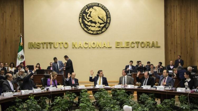 Autonómia del INE peligra por recorte presupuestal: Córdova