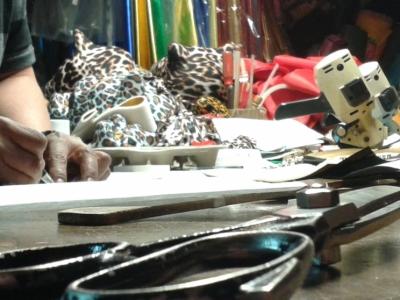 El negocio de los disfraces, la historia familiar que fortaleció una pequeña empresa