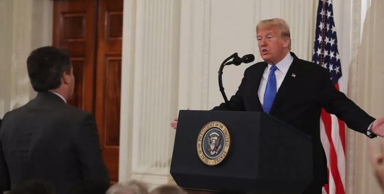 CNN demanda a Donald Trump por retirar acreditación a periodista.