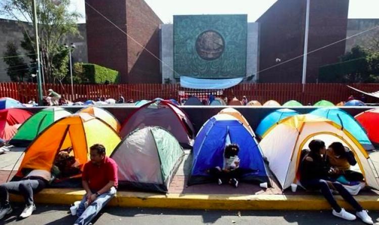 CNTE retira plantón afuera de San Lázaro