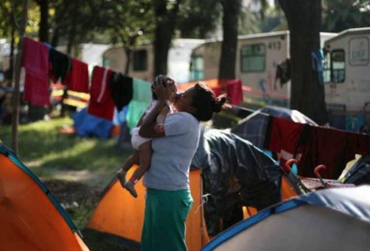 Migrantes centroamericanos desisten de sueño americano para alargar su estadía en México