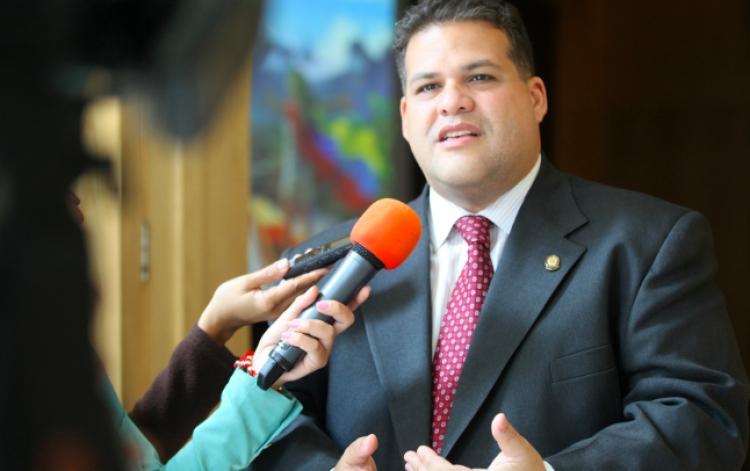 EmbaMex en Venezuela recibe a diputado para brindarle protección y resguardo