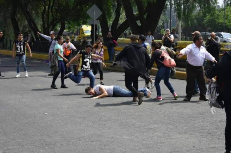 """UNAM expulsa a otro """"porro"""" con este van 26."""