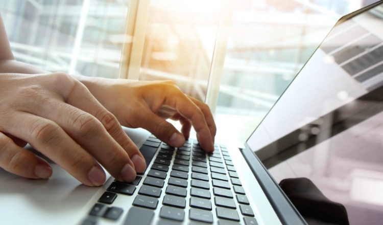 Proponen hasta 10 años de cárcel por violencia digital contra las mujeres