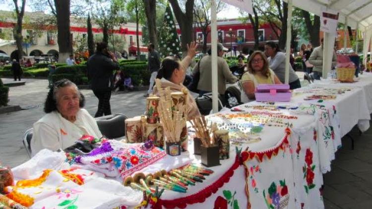 Instala SMDIF de Tlaxcala Expo venta Navideña