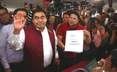 Barbosa se registra como precandidato de Morena