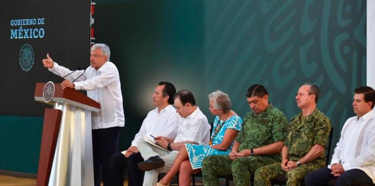 Así lamentó López Obrador la masacre en Minatitlán