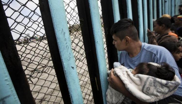 Familias separadas en frontera de México y Estados Unidos continúan separadas