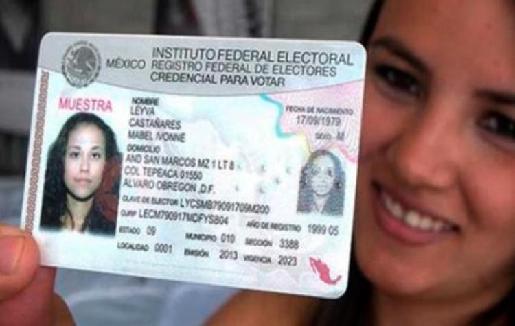 Unesco otorga reconocimiento a la credencial para votar del INE