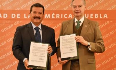 Luis Alberto Arriaga firma convenio de colaboración con la UDLAP