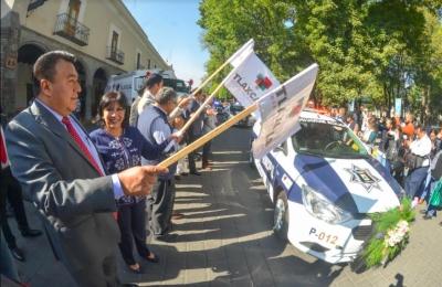 Anabell Ávalos dio banderazo de salida a nuevas unidades de seguridad y servicios públicos
