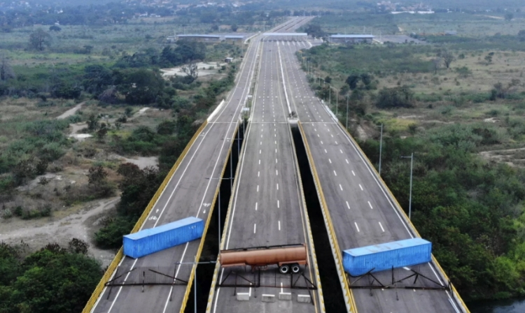 Refuerza Venezuela bloqueo de puente fronterizo con Colombia
