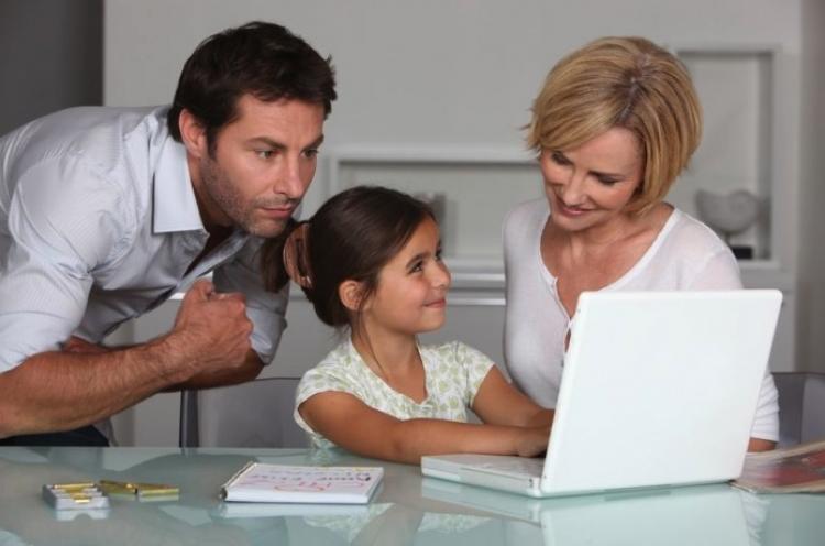 Nueva reforma da a padres permiso laboral para ir y ver a sus hijos en la escuela.