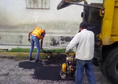 Continúa el bacheo en Tlaxcala capital, tocó turno de la comunidad de Tizatlán