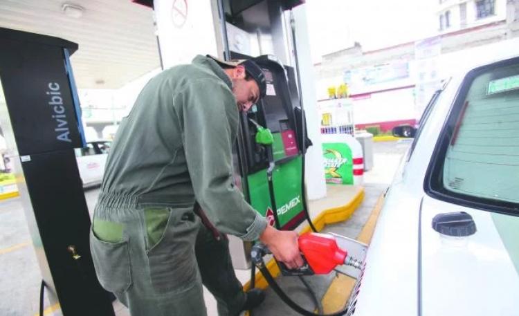 Abasto a gasolinas de la CDMX se está regularizando: Pemex.