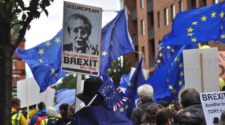 Por falta de mayoría, voto sobre el Brexit será pospuesto.