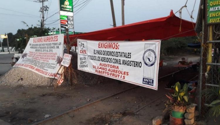 Citan a declarar a maestro de la CNTE por bloqueos de vías férreas