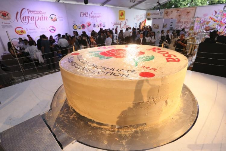 Crean el mazapán más grande del mundo en Guadalajara
