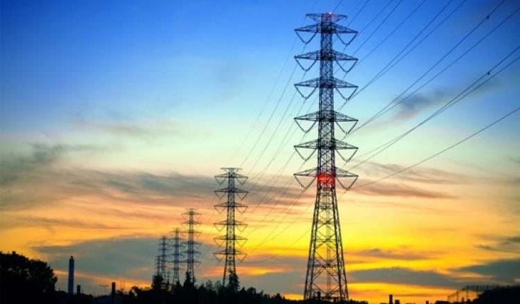 CFE firma primeros contratos para venta total de energía en el país