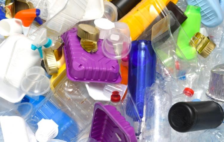 Impulsan ley para inhibir uso de plástico desechable