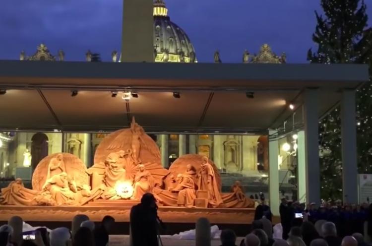 Inauguran nacimiento de arena en el Vaticano