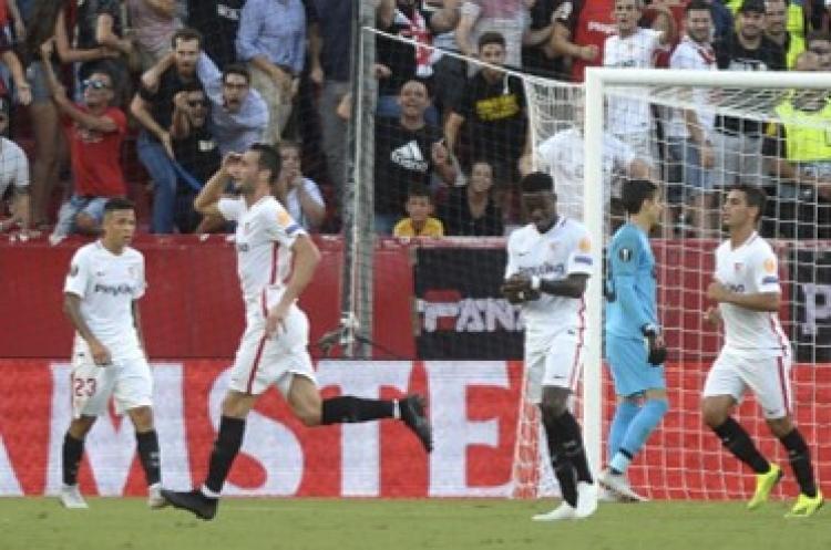 Le meten goliza a Memo Ochoa en su debut en Europa League