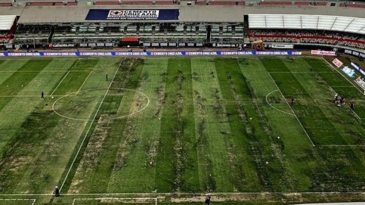 ¡Se nos va! ¡Se les fue!; La desgracia en un Estadio Azteca