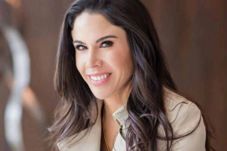 Paola Rojas lamenta agresiones en su contra.