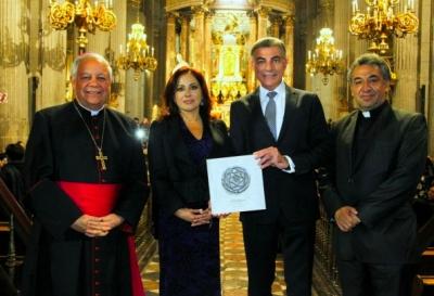 """Presentan libro """"Antigua Catedral de Puebla"""""""