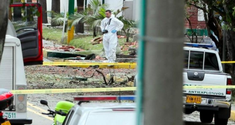 Suman 21 muertos tras atentado en Bogotá