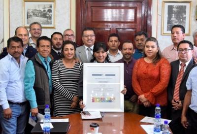 Consejo Mundial de la Calidad condecora a Anabel Ávalos por ejercicio an frente del Ayuntamiento