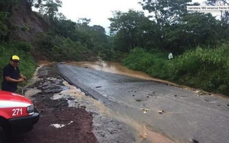SCT Veracruz brinda atención inmediata a afectaciones en carreteras por frente frío No. 14