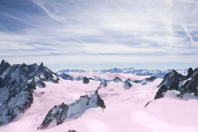 Los Alpes se cubren de nieve rosada alertando sobre un efecto catastrófico