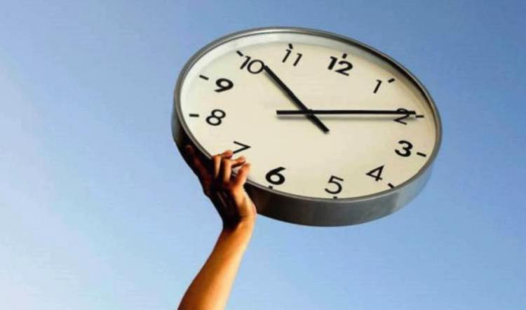 Dile adiós al horario de verano, conoce cuando debes retrasar tu reloj.