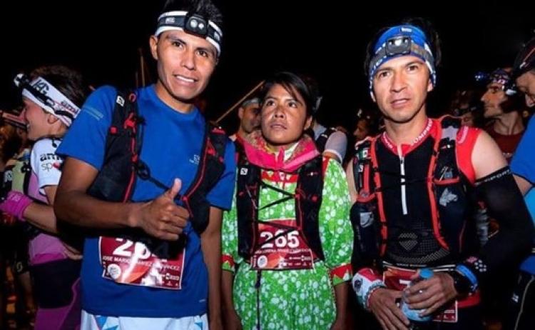 Familia de Corredores Raramuris compiten en maratón de España.