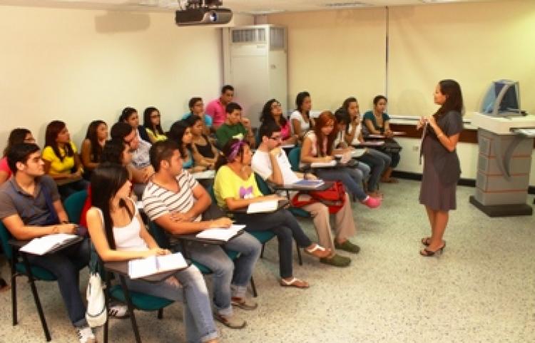Así festejan maestros de la UNAM su día