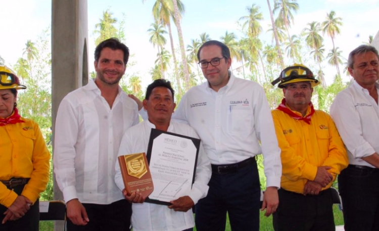 EPN otorga Premio Nacional al Mérito Forestal 2018