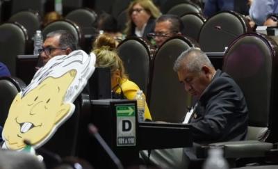 La tercera no fue la vencida; Diputado de MORENA se vuelve a quedar dormido en el pleno