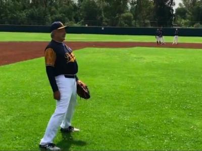 Anuncia AMLO que jugará beisbol a lado de estrellas de ese deporte