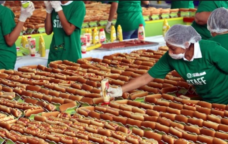 Crean en Guadalajara el Hot dog más grande del mundo