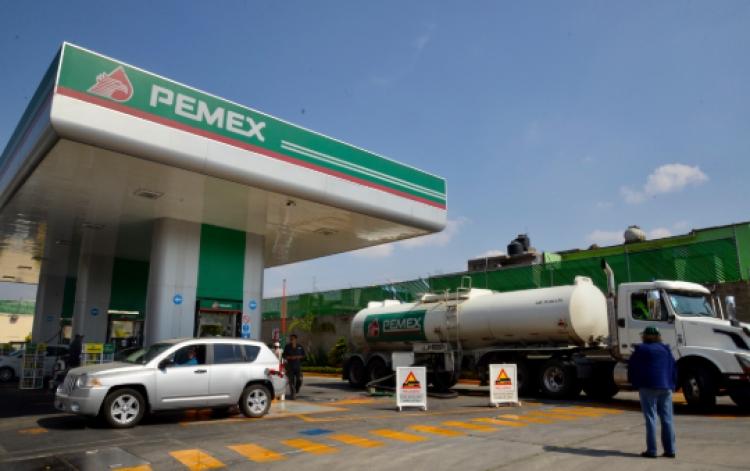 Piden a secretaria de Energía y director de PEMEX renunciar a su cargo por irresponsabilidad ante el desabasto de gasolina