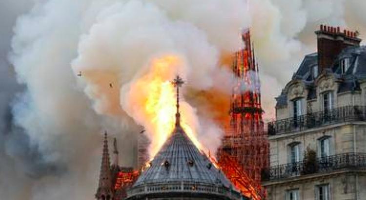Cortocircuito en ascensores de construcción pudo originar incendio en Notre Dame