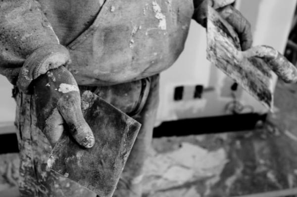 Albañiles: entre la fiesta de mayo y su dedicación mal pagada