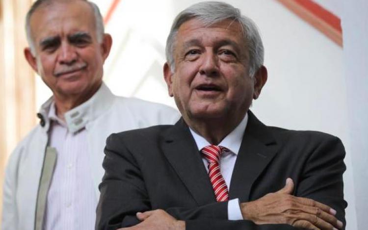 López Obrador daría a la Iglesia canales de TV para promover valores morales
